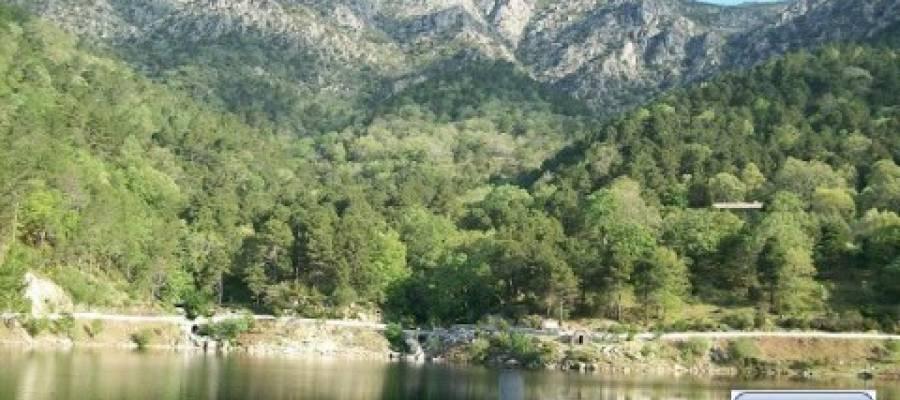 La adrada piscina natural finest piscinas naturales de for Piedralaves piscina natural